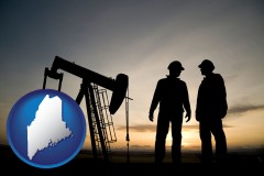maine map icon and an oil well and two oil workers at dusk