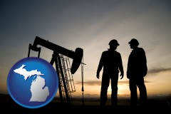 michigan map icon and an oil well and two oil workers at dusk